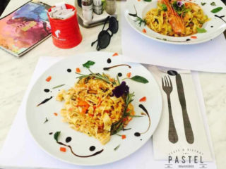 Risotto with seafood and saffron Pastel delivery