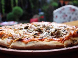 Kaprićoza pica Cyrano Caffe Pizzeria dostava