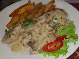 Pork medallions with mushrooms Fontana Restoran delivery