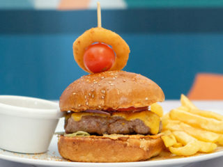 Juneći burger Kafe Restoran Milutin dostava