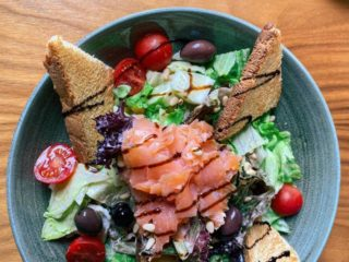 Salad with smoked salmon Diana Restoran delivery