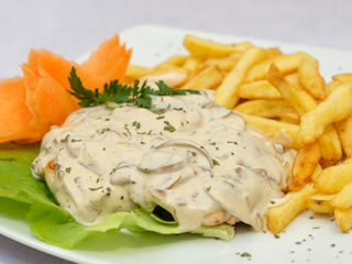 Chicken in mushrooms sauce Fabrika Hrane dostava