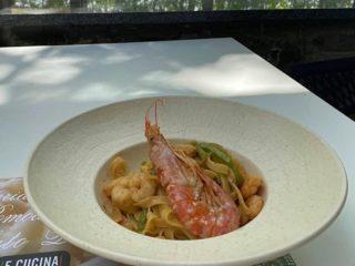 Tagliatelle with shrimps and zuchinni E Cucina delivery