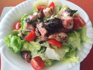 Salata sa hobotnicom i čeri paradajzom dostava