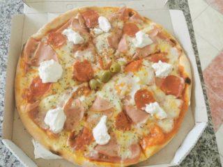 Neighborly pizza Mamadoo Pizzeria delivery