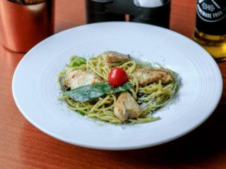 Pollo di pesto Genovese pasta Delight pasta gastro bar dostava