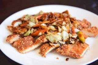 18. Breaded chicken breasts with sesame and vegetable sauce dostava