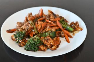 22. Chicken with cauliflower, broccoli and carrot in oyster sauce Chaos Banovo Brdo delivery