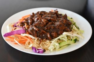 37. Spaghetti with veal and vegetables in oyster sauce dostava