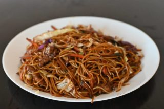 38. Fried spaghetti with veal, vegetables and eggs in soy sauce dostava
