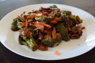 39. Veal with cauliflower, broccoli and carrot in oyster sauce dostava