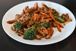 53. Pork with cauliflower, broccoli and carrot in oyster sauce Chaos Banovo Brdo delivery