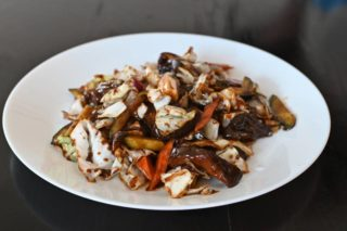 62. Chinese mushrooms and vegetables in soy sauce dostava