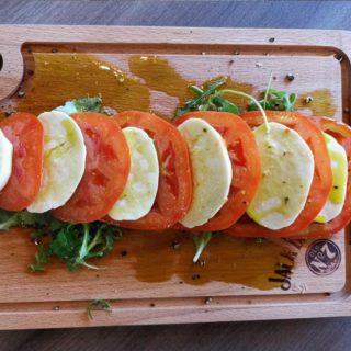 Caprese salata Znači Taverna dostava