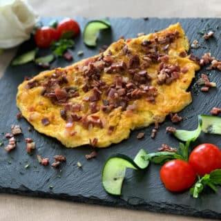 Omlet sa njeguškim pršutom Vila Bela Ruža dostava