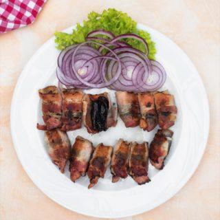 Suve šljive na roštilju, umotane u slaninicu Kućerak Na Ribarcu dostava