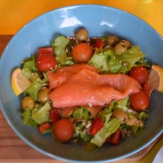 Losos salata Revolucija Kroasan Bar dostava
