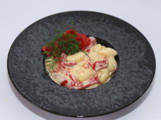 Njoke u sosu od kajmaka i pečene paprike porcija Moderna domaćica dostava