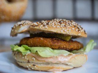 Bagel sa veganskim burgerom Bagel Bejgl dostava