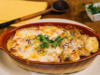Zapečena butkica u sosu od mozzarele i rena sa mladim krompirom Bonavia dostava