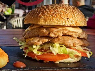 Double chicken fire burger Brunch burger bar dostava