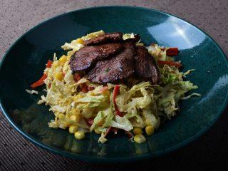 Biftek u bašti salata Minagonija dostava