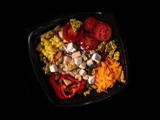 Dimljena piletina salata Greni Juice Bar dostava