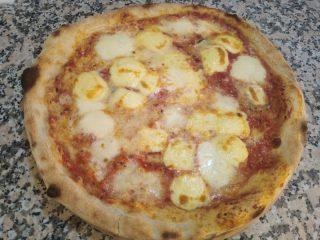 Quattro Formaggi pizza Gelateria Quattro Emme dostava