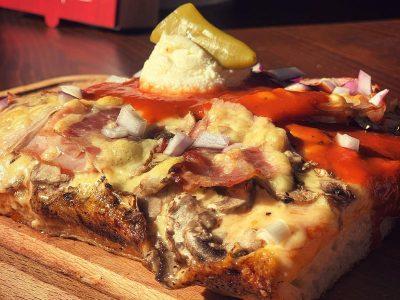 Srpska pizza Detroit Pizza dostava