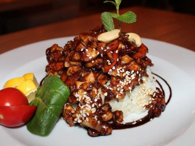 Exotic chicken with cashew Dolce delivery