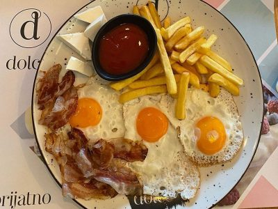 Fried eggs with panchetta and feta cheese Dolce delivery