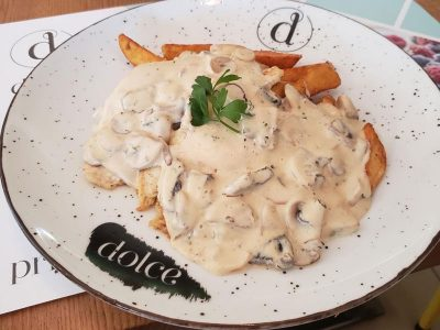 Chicken in mushrooms sauce Dolce delivery