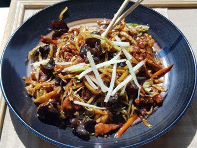 Piletina sa povrćem, bambusom i kineskim pečurkama Zmajevo Gnezdo dostava