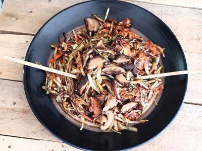 Piletina sa šitaki pečurkama i povrćem Zmajevo Gnezdo dostava